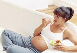 Второй триместр беременности: особое внимание питанию