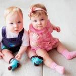 Чем близнецы отличаются от двойняшек: основные биологические отличия