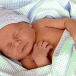 Новорожденный во сне кряхтит: причины беспокойства