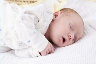 Правильный уход за новорожденным - залог спокойного сна ребенка