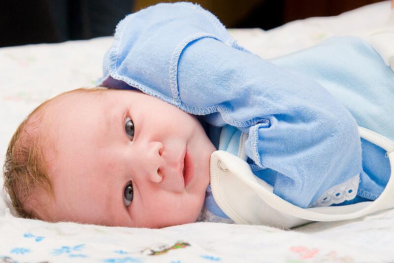 Какой размер одежды у новорожденных: особенности развития младенцев