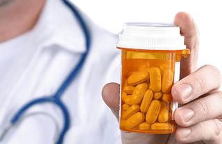Лечение направлено на устранение причины повышения уровня гормона