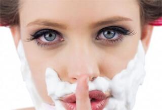 Один из симптомов патологии - появление на лице волос