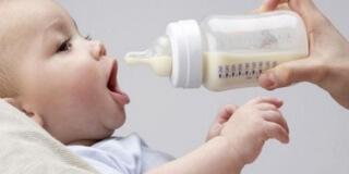 При употреблении козьего молока следует убедиться в отсутствии аллергии