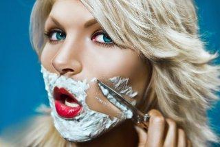 Один из симптомов патологии - появление волос на лице