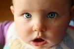 Когда у новорожденных появляются слезы: особенности физиологии