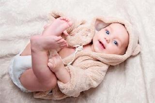 Консистенция и цвет кала во многом зависят от особенностей питания малыша