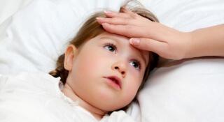 Боль и гнойный налет в горле, повышенная температура - основные симптомы ангины