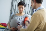 Что из продуктов повышает давление при беременности: особенности рациона