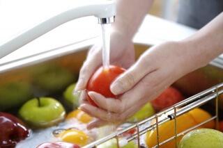Кишечная инфекция - результат употребления несвежих продуктов