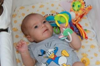 В возрасте трех месяцев ребенок активно растет и развивается