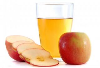 Специалисты рекомендуют яблочный сок для первого прикорма