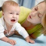 Стул новорожденного с белыми комочками: норма или патология?