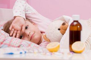 Для лечения простуды препараты выбирает педиатр