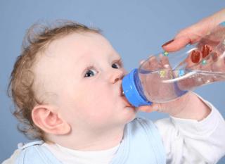 Мама должна знать, какую воду нужно давать малышу