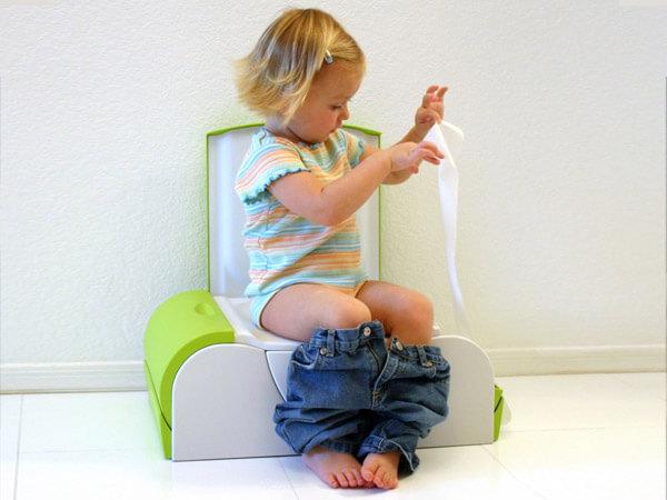 Почему у ребенка белый кал: возможные причины патологического явления