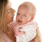 Почему младенец плачет во время кормления: выясняем вместе