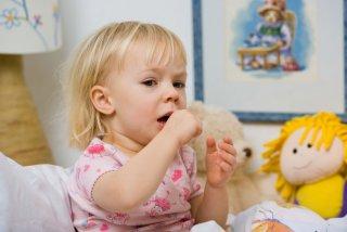 Приступ кашля - основной симптом недуга