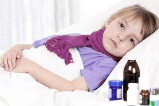 Основной симптом недуга - охрипдость голоса у ребенка