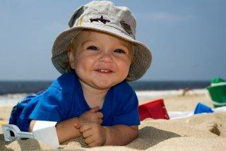 О способах защиты от солнечных ожогов нужно знать всем родителям