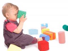 Чем занять ребенка в 8 месяцев: основные игры и занятия