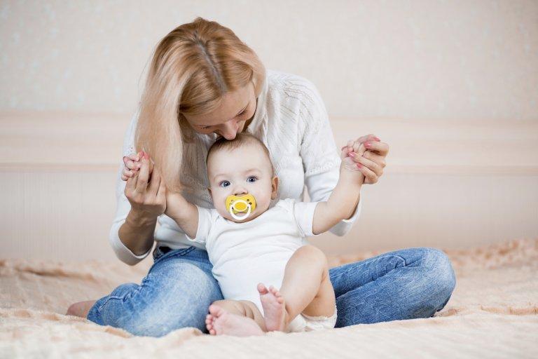 Во сколько месяцев можно ребенка сажать девочку в 940