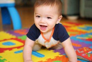 как играть с полугодовалым малышом