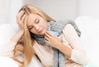 женщина с диагнозом хронического тонзиллита