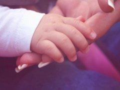 Почему у ребенка холодные руки, когда следует бить тревогу?