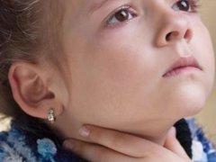 У ребенка сильно болит горло, как быстро снять боль