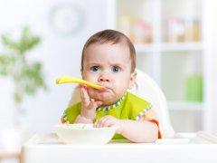 Как научить ребенка есть самостоятельно: принципы и рекомендации