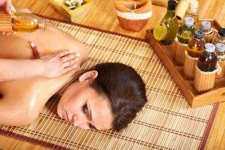 расслабляющий массаж с несколькими каплями аромамасла