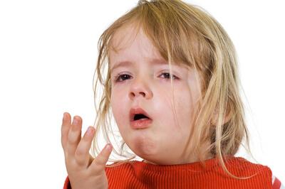 Влажный кашель у ребенка: чем лечить маленького пациента?