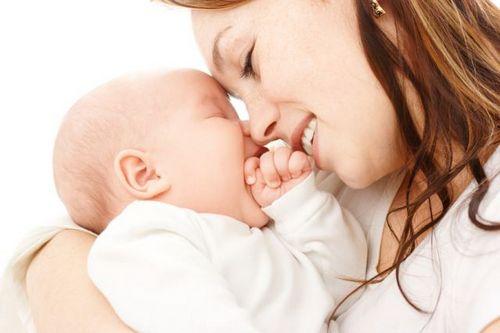 Сколько продолжаются выделения после родов: отвечаем на вопрос