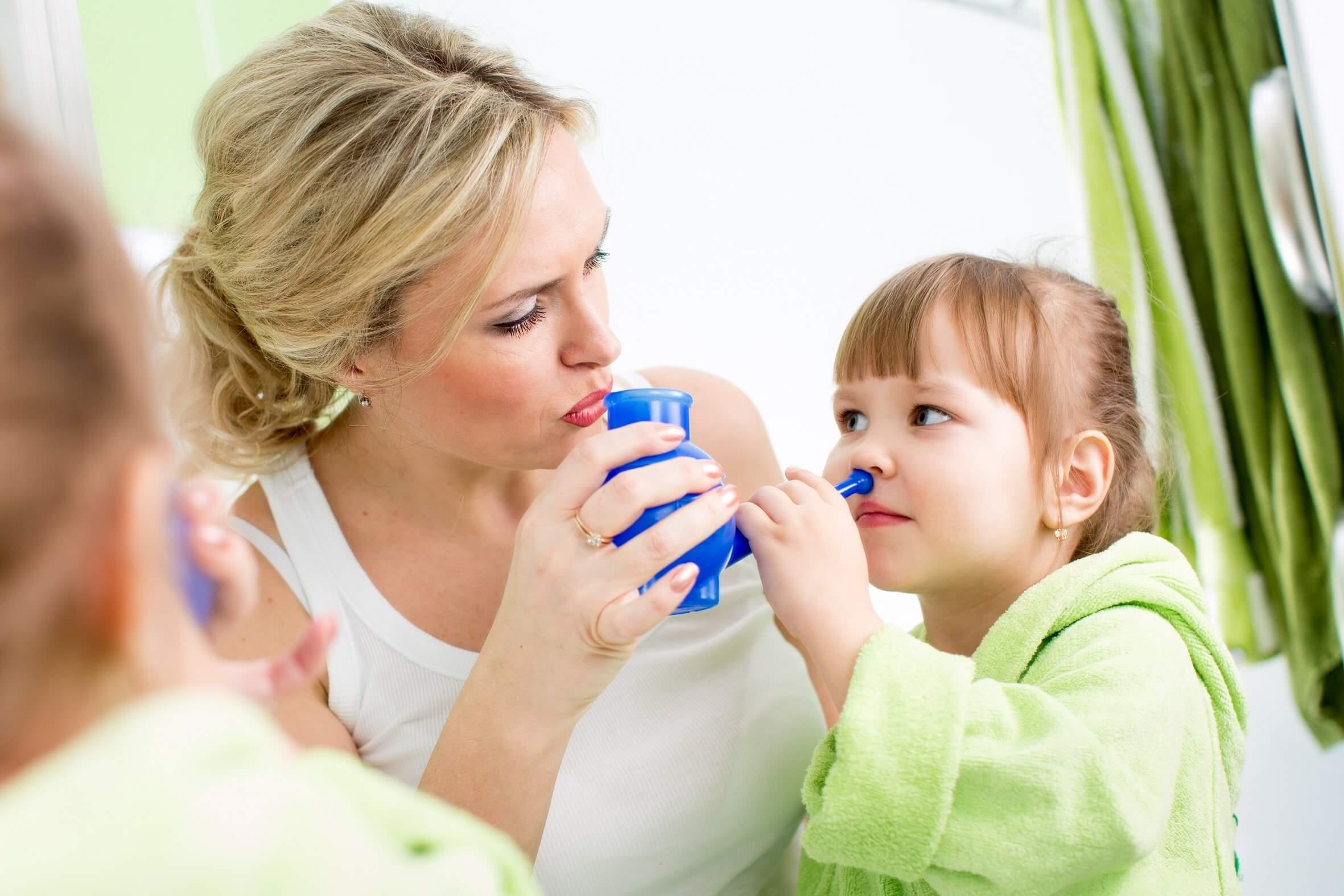 Чем промывать нос при насморке: эффективные средства
