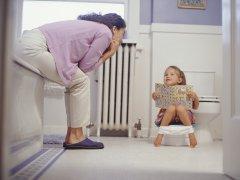 Почему ребенок не какает, причины и когда начинать паниковать?