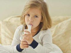 Минимальный возраст и оптимальная дозировка АЦЦ, побочные действия при лечении кашля у ребенка