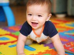 Игры с малышом: чем заниматься с ребенком в 6 месяцев молодым родителям