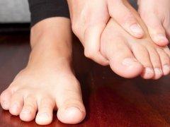 Судороги пальцев ног: причины появления и оказание первой помощи